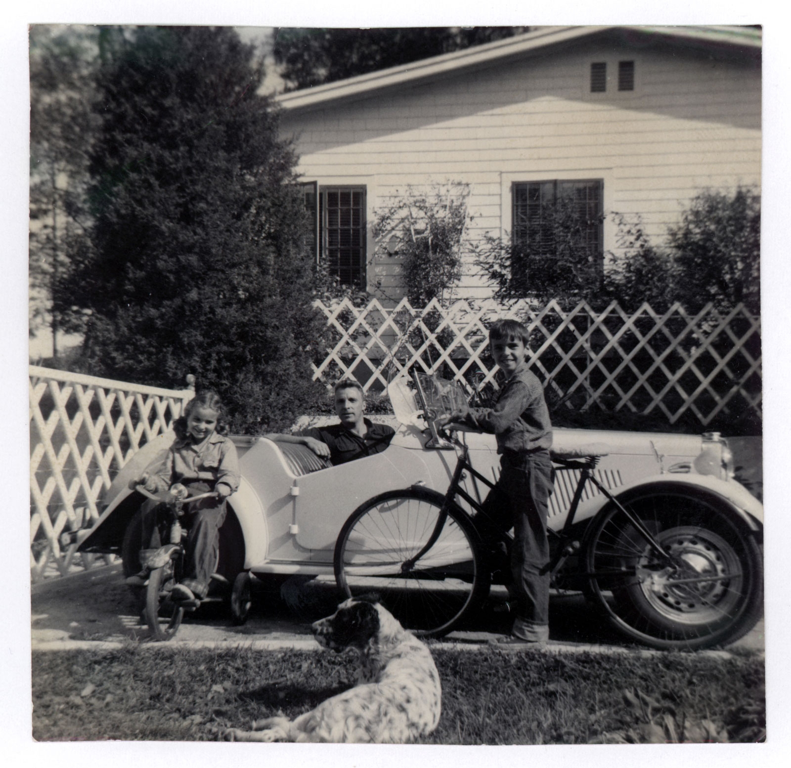 old-photo-family-car.jpg